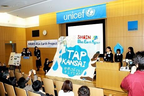 松蔭高校の生徒たちが行ったイベント「プレTAP活動報告」の様子。「水問題」の啓発活動や協力などを呼びかけた成果を発表した。