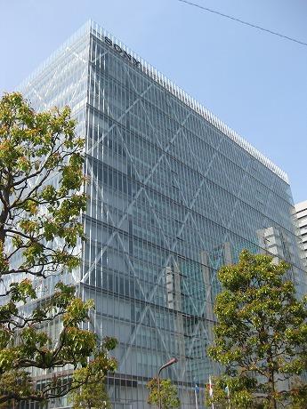 品川駅港南口にあるソニー本社ビル「ソニーシティ」。