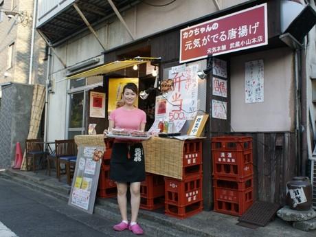 武蔵小山駅東口からパルム商店街を歩き、ケンタッキーを目印に左折。空揚げに合う「生ビール」(450円)も販売している。
