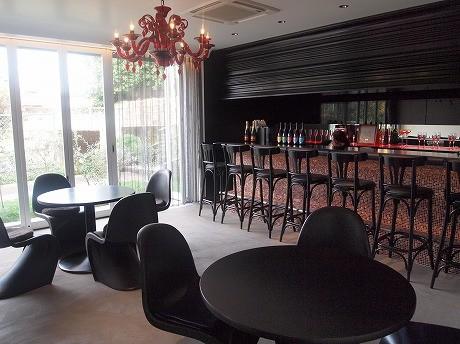 レストラン&シャンパンバー「セーヌ・プラティーヌ」の1階がレストランスペース。オープン日は10月10日