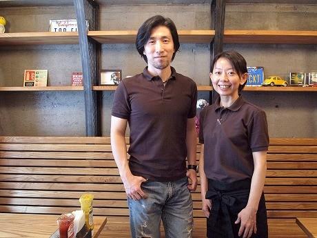 店主の上野勇平さんと妻の美奈子さん