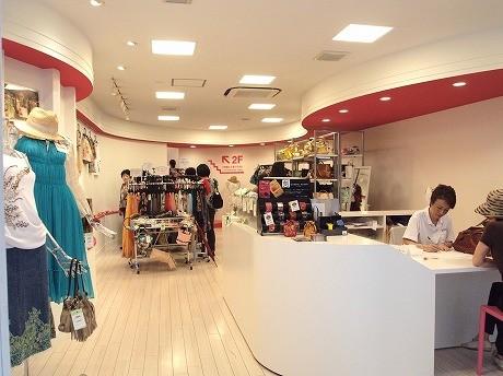 「ユーズドマーケットココデカウ」1階店内の様子