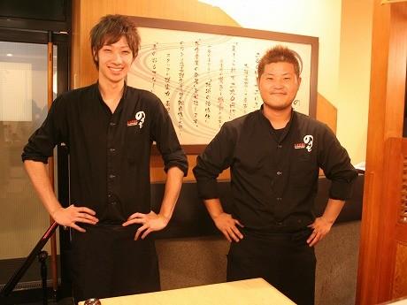 店長の勝井さん(写真右)とスタッフ