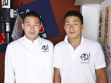 左が兄の李純哲(リ スンチョル)さん、右が弟の李純峯(リ スンボン)さん
