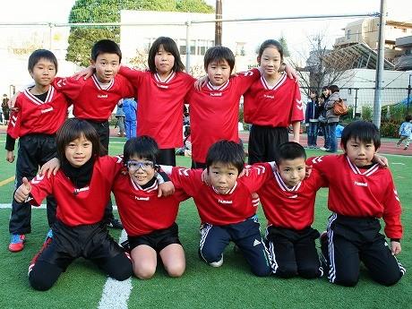 キッズの部で優勝した「FCアンビシャス」のメンバー