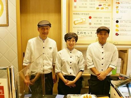 井上さん(写真右)とスタッフ
