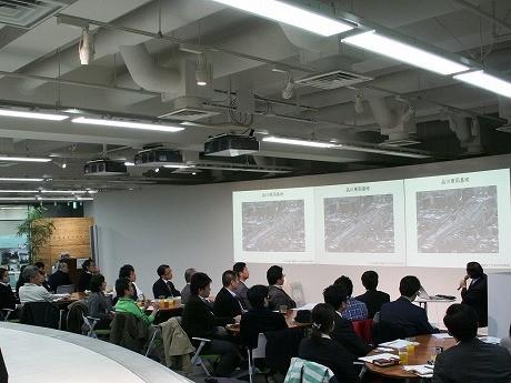 会場は満席。参加者らは市川教授の話に聞き入った