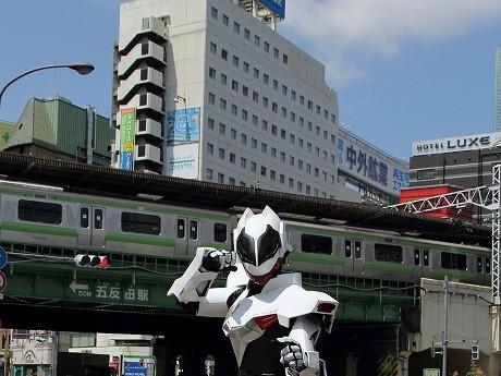 五反田で生まれたヒーロー「クレイヴァルス」