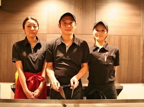 ゼネラルマネジャーの田中さん(写真中央)とスタッフ