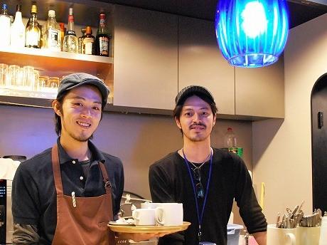 奈良さん(写真右)とスタッフ