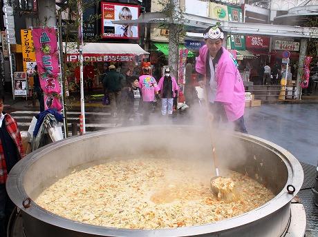 巨大鍋で作られたタケノコ汁