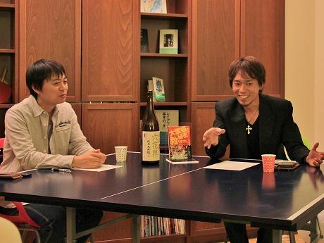 六花界のオーナー森田隼人さん(写真右)と品経・宮脇淳編集長
