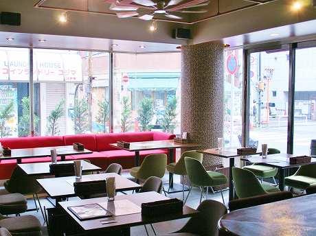 「Cafe Kitchen URBANO -アルバーノ-」の内観