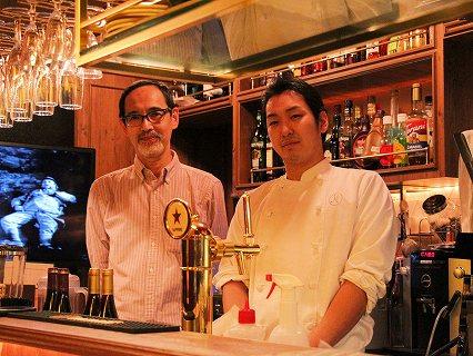店長の長島さん(左)とシェフ