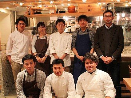 胡桃澤さん(右上)とスタッフ