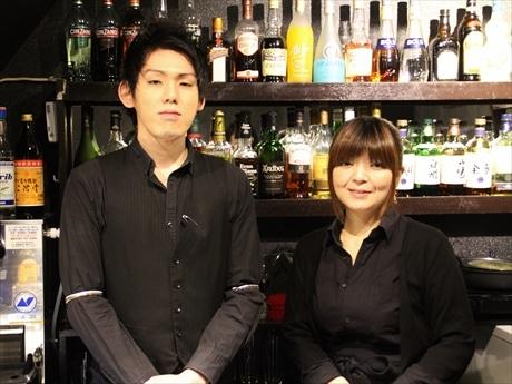 店主の加藤さん(左)とスタッフの今井さん