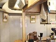 五反田の立ち食いうどん店「おにやんま」で縁側写真展-常連客とコラボ
