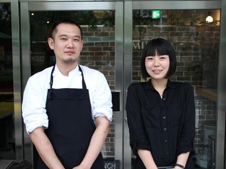 芝岡さん(写真左)とマネジャーの吉川さん(写真右)
