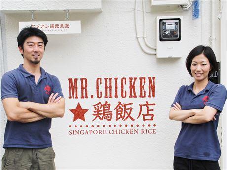店長の加藤さん(左)とスタッフ