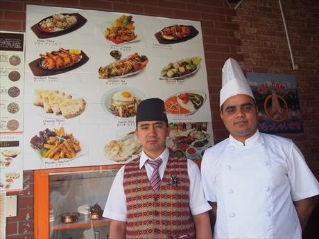 タパさん(左)とスタッフ