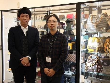 マネジャーの出口さん(左)と店長の益田さん