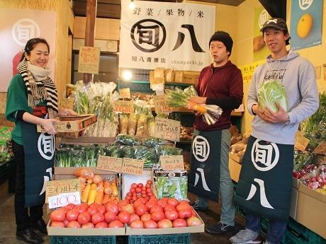 店長の西野さん(中央)とスタッフのみなさん