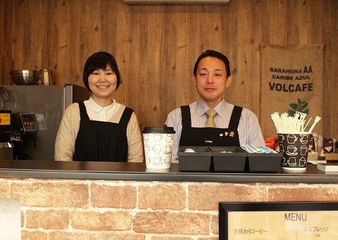 社長の小林さん(右)とスタッフの白柳さん