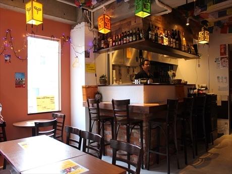五反田駅西口エリアに、エスニック居酒屋「ガルーダ」がオープンして約2カ月がたった。