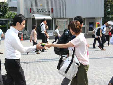品川駅港南口で「ガリガリ君」など2000本無料配布 「朝アイス」をテーマに
