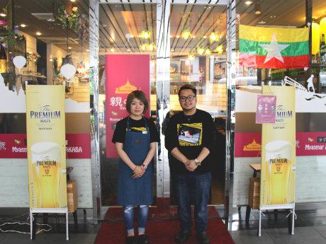 店主のジョジントゥさん(右)と妻のキンニントゥさん