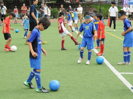 ブラインドサッカー体験の様子