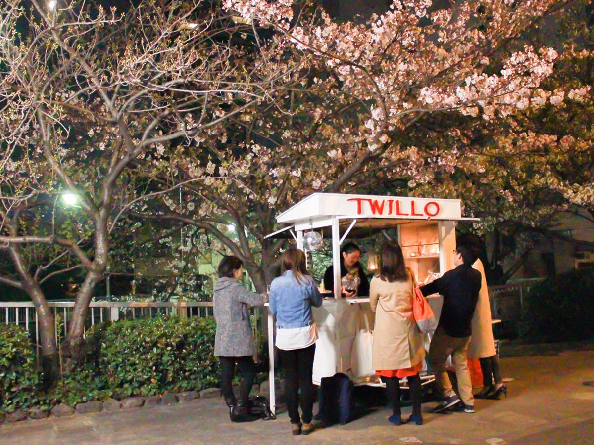 新馬場駅近くに出現した屋台バー「TWILLO」