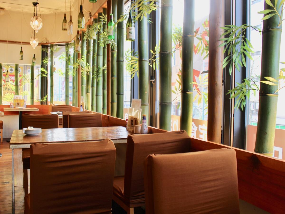 「酒場食堂」の内観