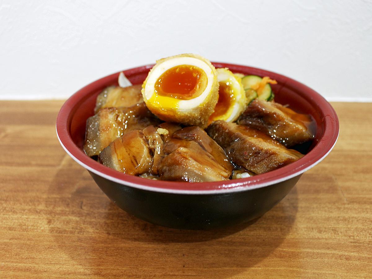 「とろとろ角煮と半熟煮卵フライ丼」(750円)
