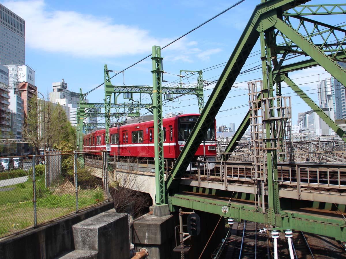 品川八ツ山橋付近で撮影した京急電車