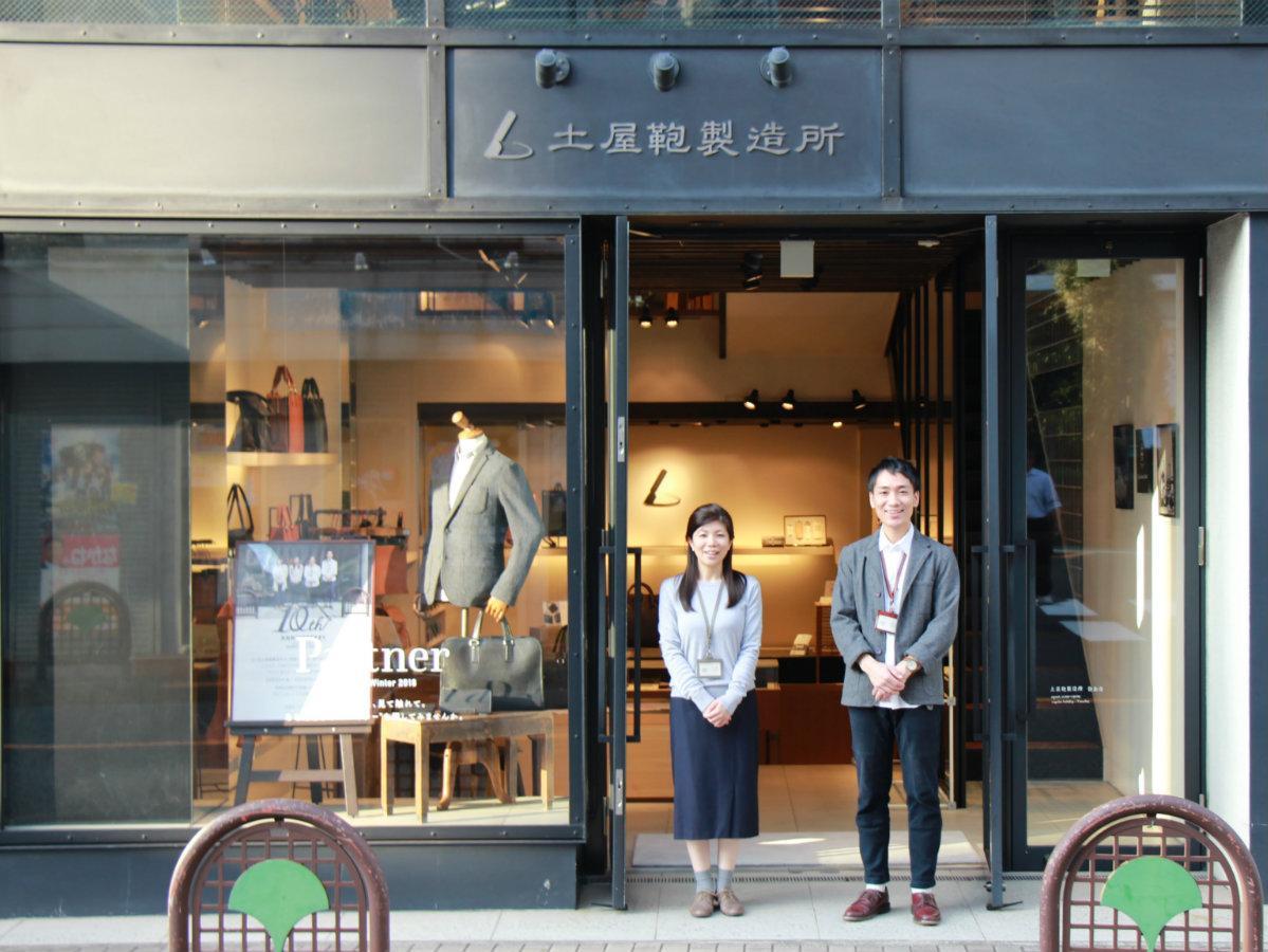 店長の小崎素子さんとスタッフ