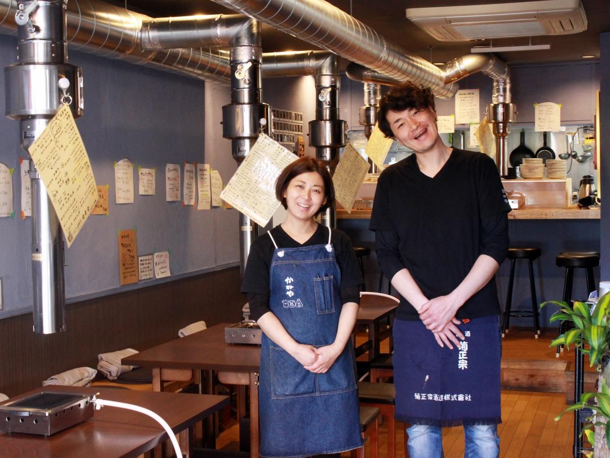 店長の大作奈央さん(左)と店主の金逸樹さん