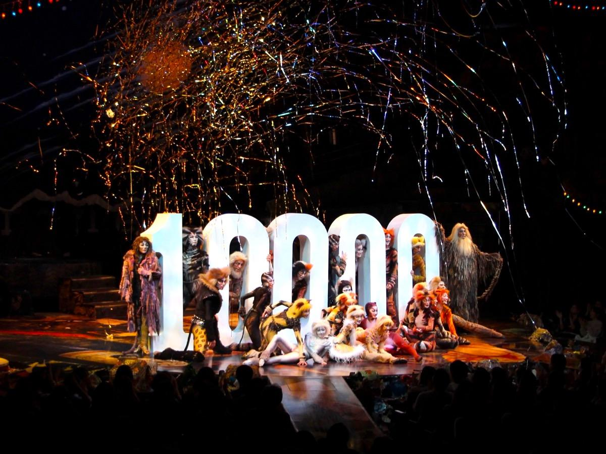 劇団四季「キャッツ」日本公演1万回記念特別カーテンコールの様子