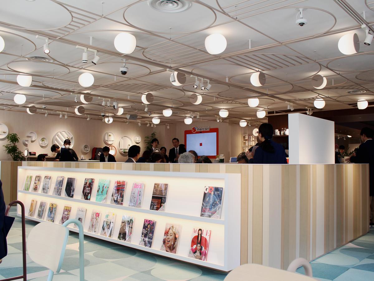 カフェスペースや他社コラボブースのある「d garden 五反田店」
