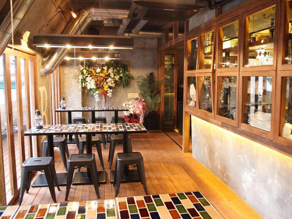 「恵比寿トーキョー 品川港南口店」のテーブル席