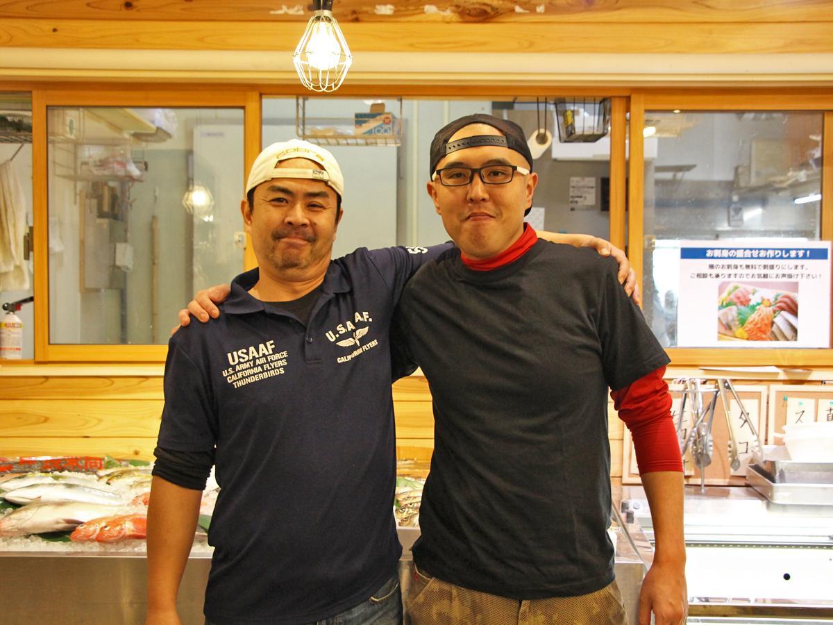 左から店主の高山和之さんとスタッフの浅川岳敏さん