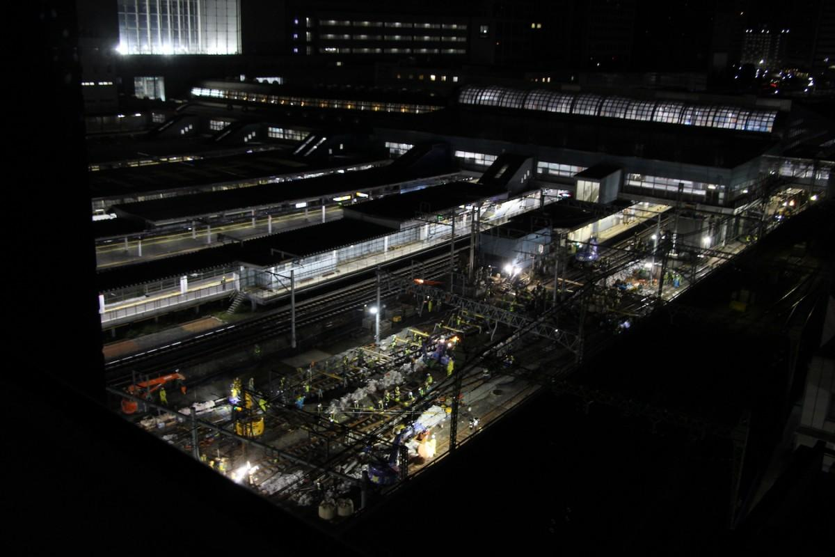 11月16日の品川駅の工事の様子。当日は作業員1500人を含む総勢2000人が作業に当たった