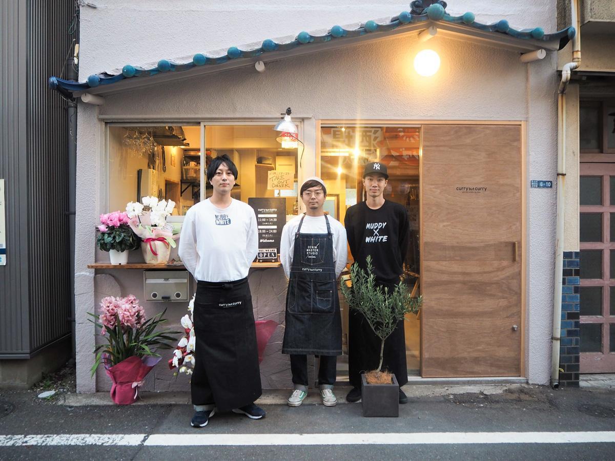 左から店長の奈良さん、オーナーの西山さん、スタッフのターチさん