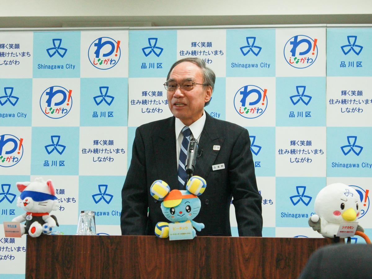 2020年度当初予算案を発表する濱野健区長