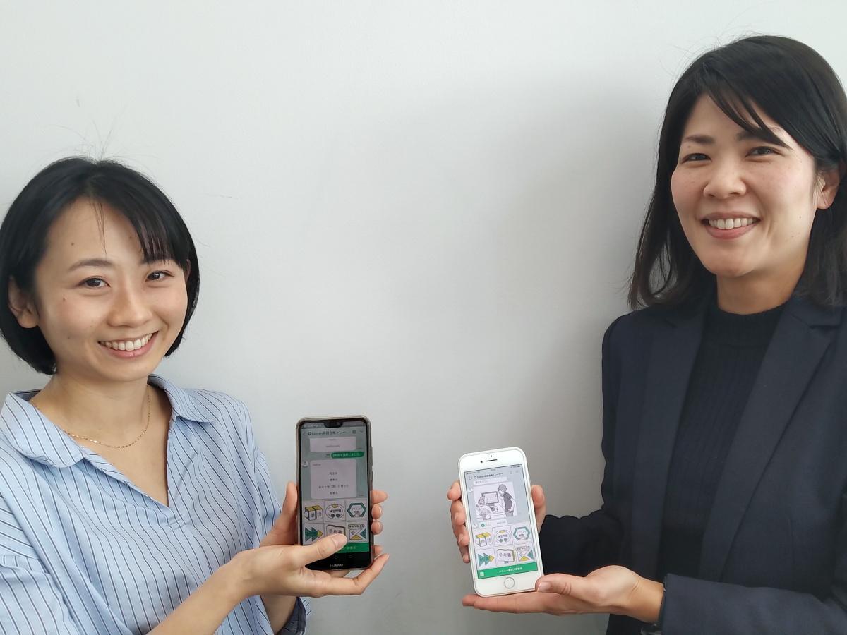 「Gakken英語合格トレーナー」画面と、学研プラスの代田さん(右)と野中さん(左)