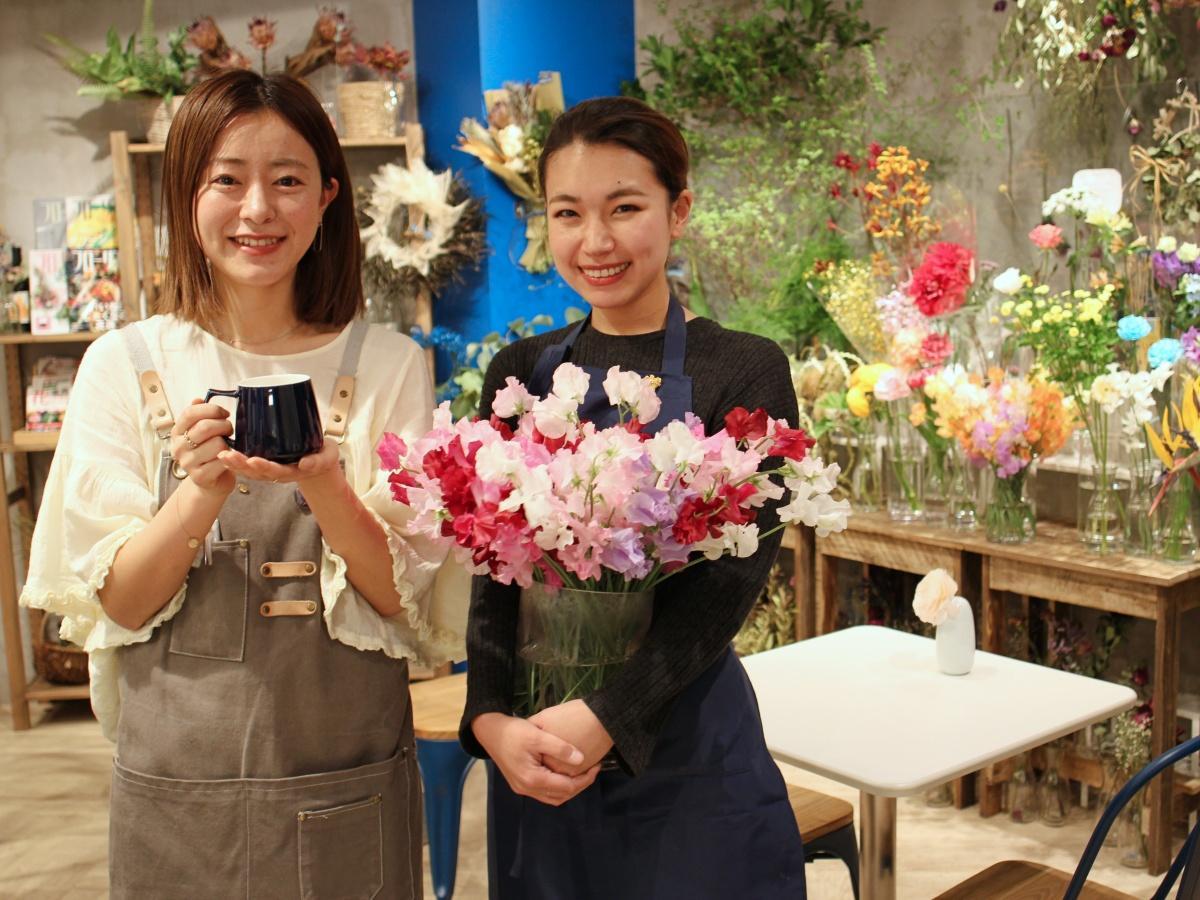カフェ担当の小林さん(左)と花・ワイン担当の佐藤さん