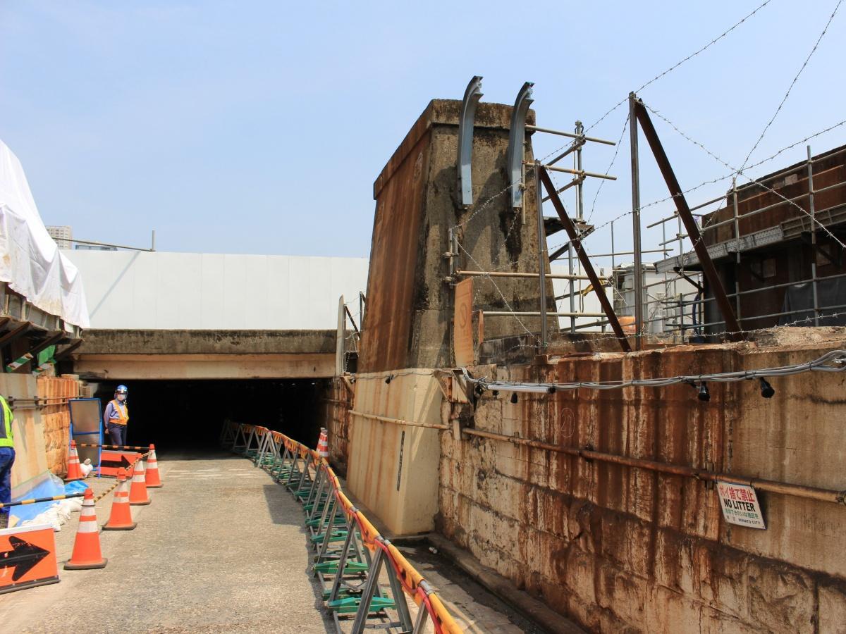 高輪橋架道橋下区道のトンネル口(高輪方面)