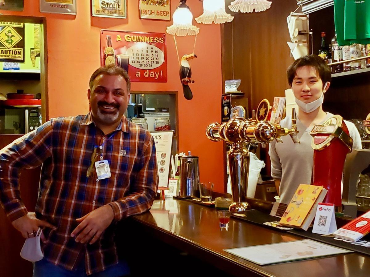 オーナーのヴィジェイさん(左)とシェフの山口啓太さん
