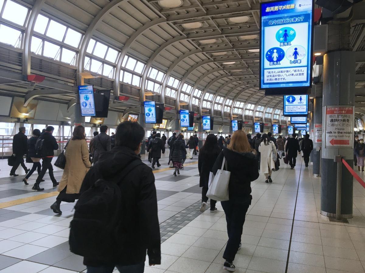 15日朝の品川駅港南口の様子(iPhoneで撮影)
