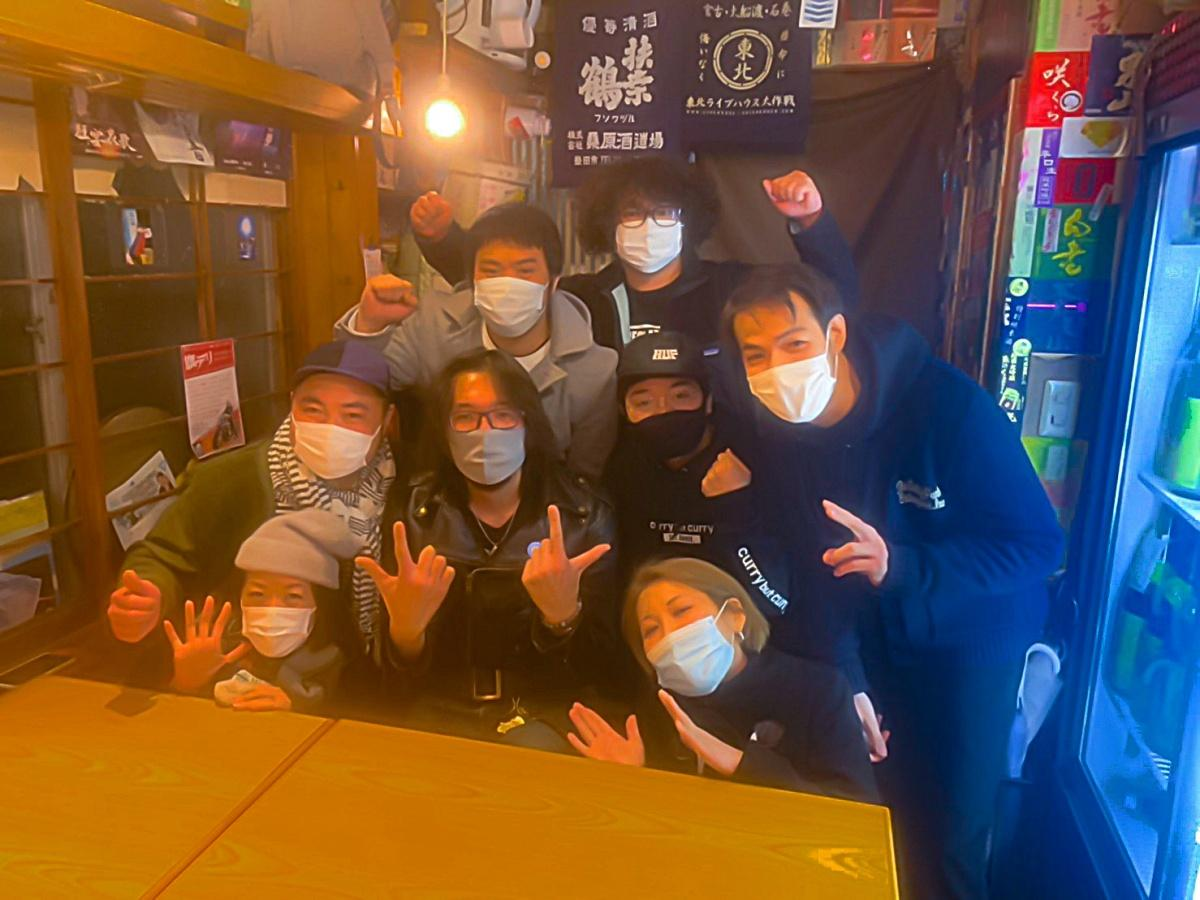 近隣の飲食店スタッフで結成された「旗飲」メンバー(写真提供=旗飲)